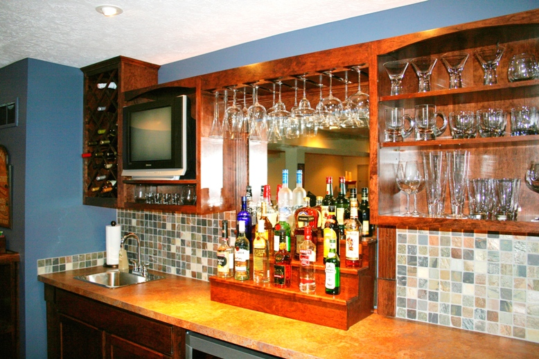 http://ohiobasements.com/assets/images/14_custom_built_cherry_bar_large.jpg
