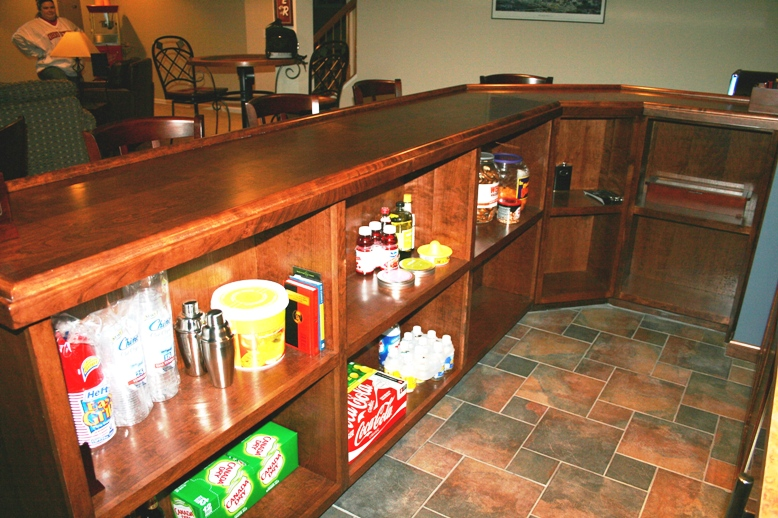 http://ohiobasements.com/assets/images/17_custom_built_cherry_bar_large.jpg