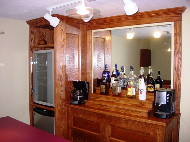 http://ohiobasements.com/assets/images/Custom_built_home_bar_medina_3.jpg
